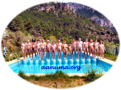 Foto de familia · Encuentro nudista en el Valle del Tus (Sierra del Segura)