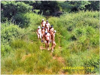 Paseo nudista por senderos del río Guadalupe (Cáceres)