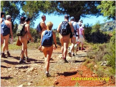 Excursión nudista por senderos de Tamajón (Guadalajara)